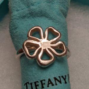 Tiffany Co daisy ring az 7